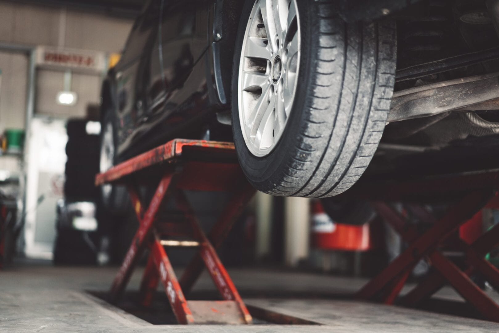 How to change a car tyre safely in less than 15 minutes